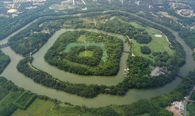 """航拍常州春秋淹城遗址 三河相套如""""迷宫"""""""