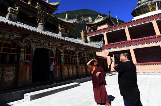 四川九寨沟地震致震区部分文物受损