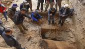 """新疆阿勒泰发现四万年前人类居住""""通天洞""""遗址"""