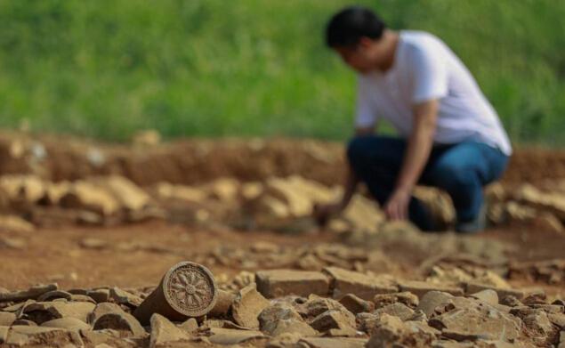 江苏淮安棚户区改造 发现大量跨度千年文物