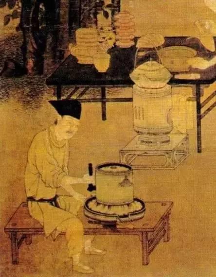 刘松年《撵茶图》局部,一个人正在用茶磨碾茶-图片版权归原作者所有