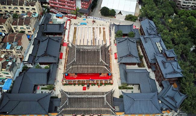 上海玉佛禅寺大雄宝殿开启平移 国内首例殿内文物同步平移