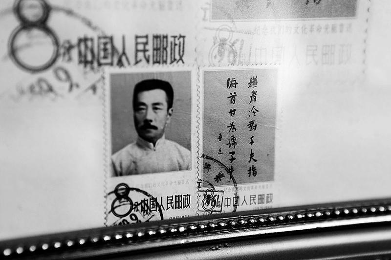 七旬翁收藏十几万张邮票 开设利来国际娱乐展示邮票发展史