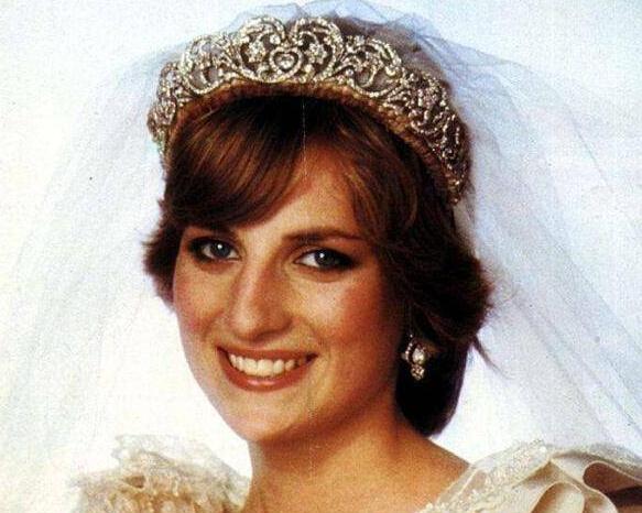 戴安娜王妃去世20周年 多款私人珍品将被拍卖