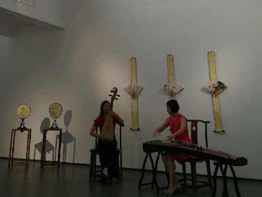 三三画廊在棉三举办扇面展览