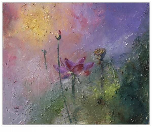 蓝天白云下,荷塘深处,花红叶绿,摇曳多姿,千姿百态,高雅纯洁,清香淡雅,生机盎然。卢鹏先生无数次到荷塘,静望荷塘,思绪翩飞;观荷、赏荷、拍荷、画荷;从花开花落,写生在卢鹏先生的创作过程中极为重要,他通过对荷花真实形态的观察,了解和体会莲花的生长规律,以其敏锐的观察力捕捉莲花的特征和瞬间的动态,然后加上自己的审美观和艺术情趣,将荷花的灵性与神态注入到画面之中,焕发起灵魂最深处的精髓,使之寓意深刻,生机勃勃,在形与神间达到了完美的融合,所以他笔下的荷花造型清雅优美,有着潇洒脱俗的韵味。