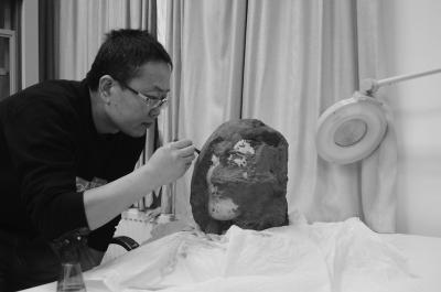 2010年,刘江卫用了近三个月修复这个俑头,其彩绘保存程度非常好。-图片版权归原作者所有