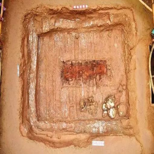 山西洪洞南秦遗址新发现两座春秋大型墓葬