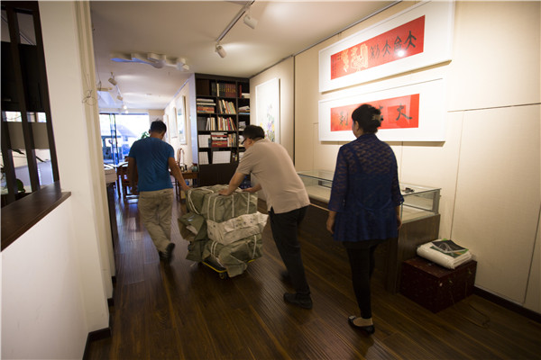 旅美艺术家韩墨捐书3000册 用于宋庆龄基金会西部支教