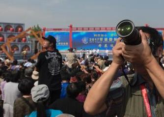 """23国摄影师齐聚平遥古城 中外摄影文化""""碰撞火花"""""""