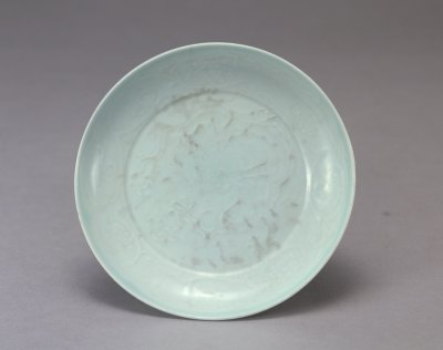 元代瓷器珍品欣赏:釉里红、青釉和卵白釉