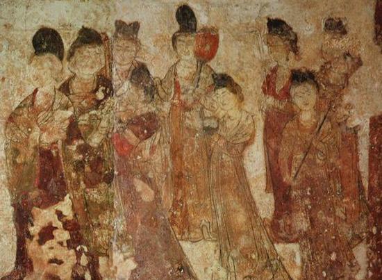 半束罗裙半胸前:从文物看唐代女性装束特点