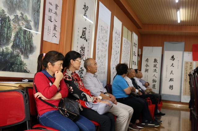 陕西毛泽东书法研究会会员代表认真听报告-图片版权归原作者所有