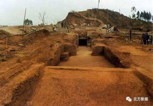 内蒙古文物考古研究所9月19日对外宣布,初步确认准格尔旗福路塔墓葬