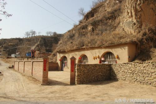 6个窑洞成文物吸引了很多人参观