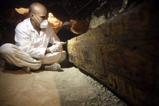 萌妹子带你埃及探墓 近看刚出土的木乃伊