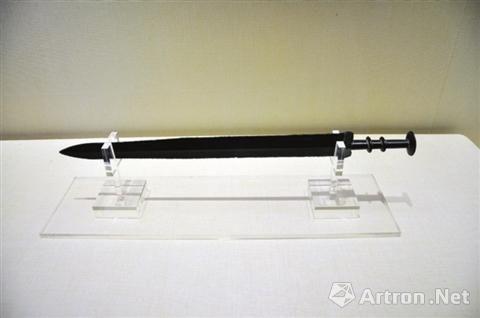 少见的秦代青铜剑