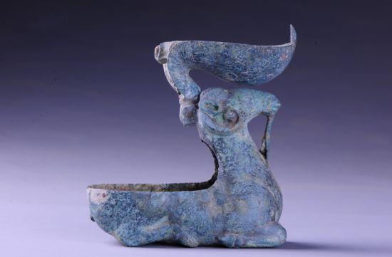 驻马店市博物馆藏铜羊灯赏析