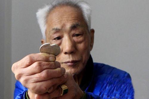 老汉花8万元买360枚银元收藏 专家鉴定:假币