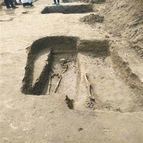 施工路段裸露古代遗物 迁安发现金元时期古墓群