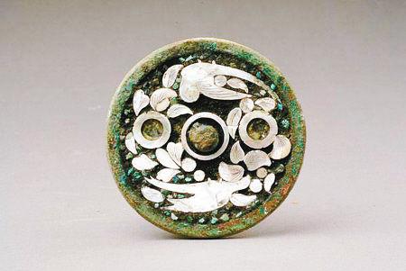 鉴藏:唐代镶绿松石螺钿鹦鹉纹铜镜