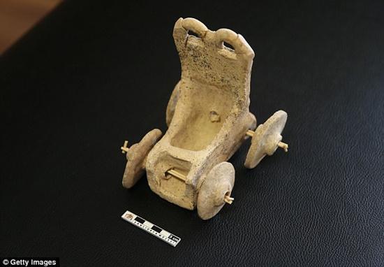 土耳其出土5000年前陶战车