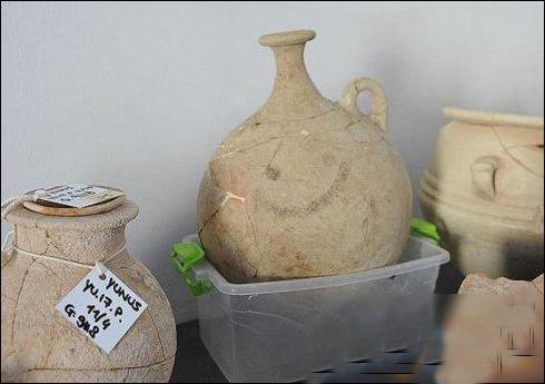 世界最古老的笑脸表情 画在一只壶上距今3700年