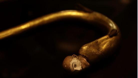 沉睡近百年 古埃及法老图坦卡蒙金饰首次公开亮相