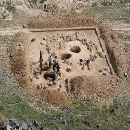 尼勒克考古发现新疆最早墓葬 距今约4900年