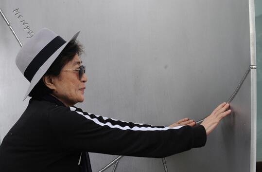 德国警方找回失窃的艺术家列侬珍贵日记等遗物