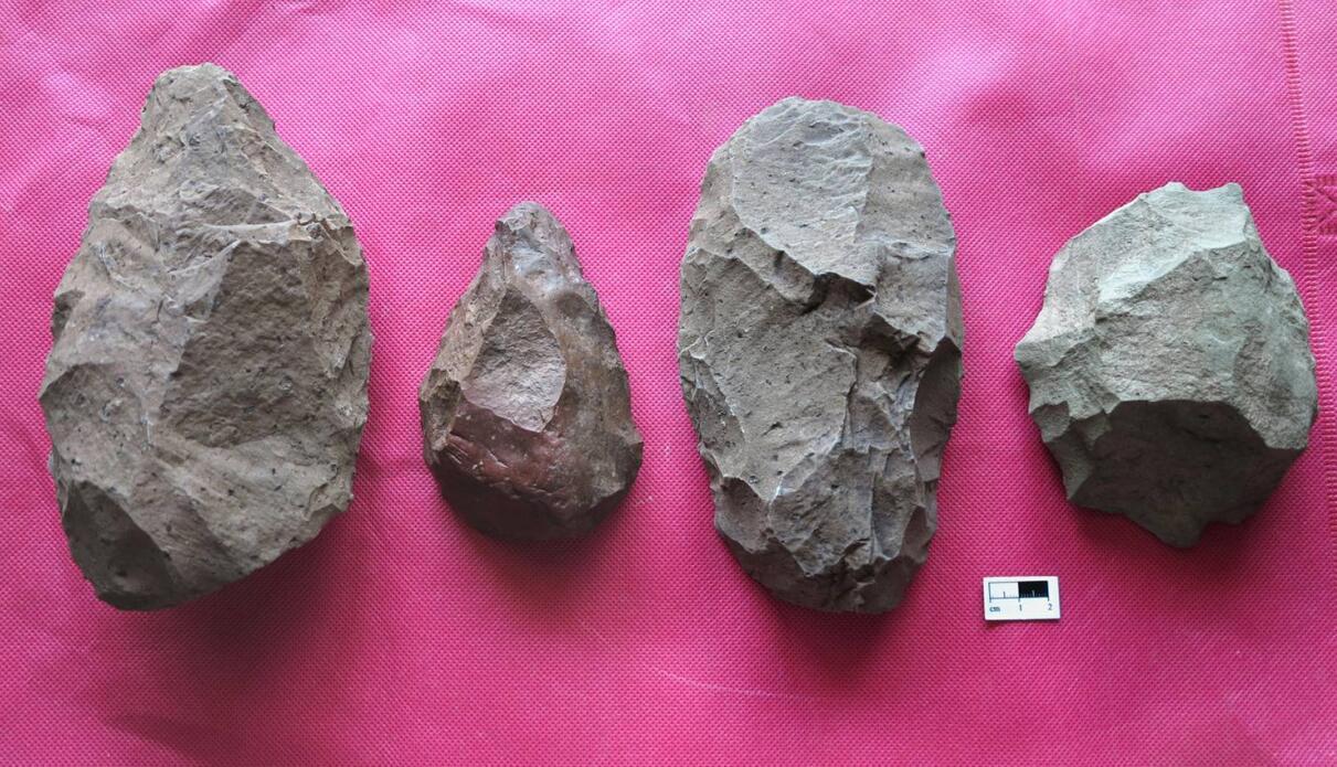 发掘出土和调查采集的旧石器时代中期石器-图片版权归原作者所有