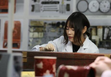 探秘故宫文物医院 珍贵文物在他们手中复原