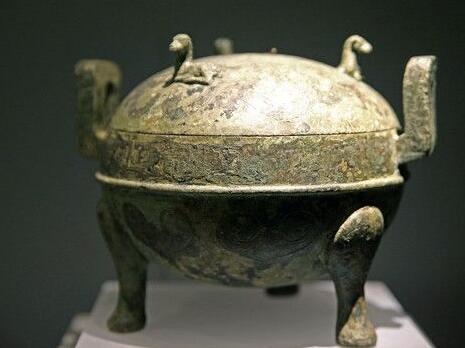 在青铜上鎏金的技艺发明于战国时期