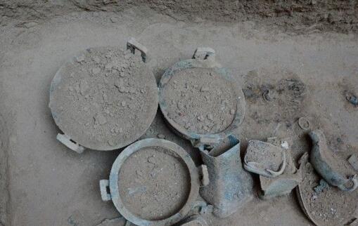 陕西现全国最大春秋周系墓葬 出土文物300余件