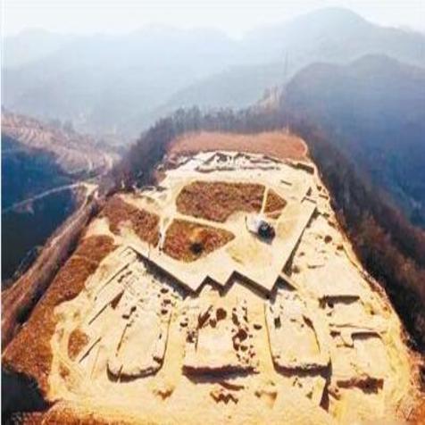 考古发现将延安筑城史向前推2300年遗址文物陶器