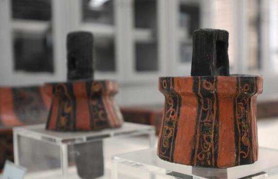成都考古工作者修复中国年代最早、结构最完整漆床