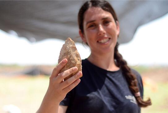 以色列公路旁边出土大量50万年前燧石器具