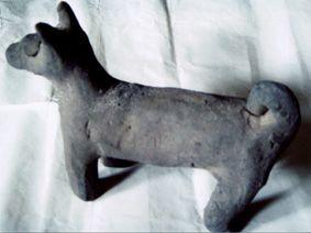 """深埋地下近2000年完整无损的陶狗见证了人类与狗的""""特殊关系"""""""