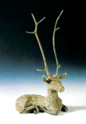 青铜卧鹿斑纹全是绿松石