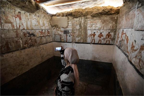 埃及发现女祭司墓 时隔4400年内部壁画仍栩栩如生
