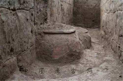 定位明铁佩:复原丝路历史风貌