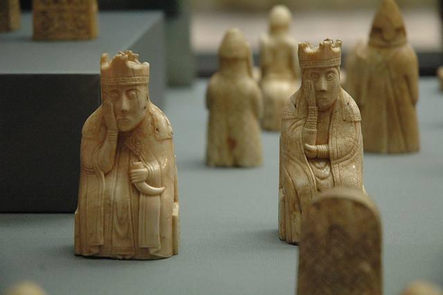 挪威出土800年历史国际象棋子