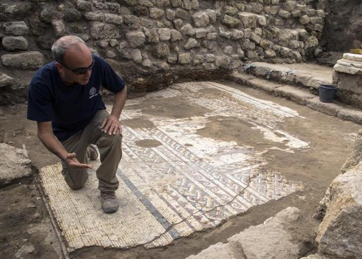以色列出土罕见罗马时期马赛克画 有1800年历史