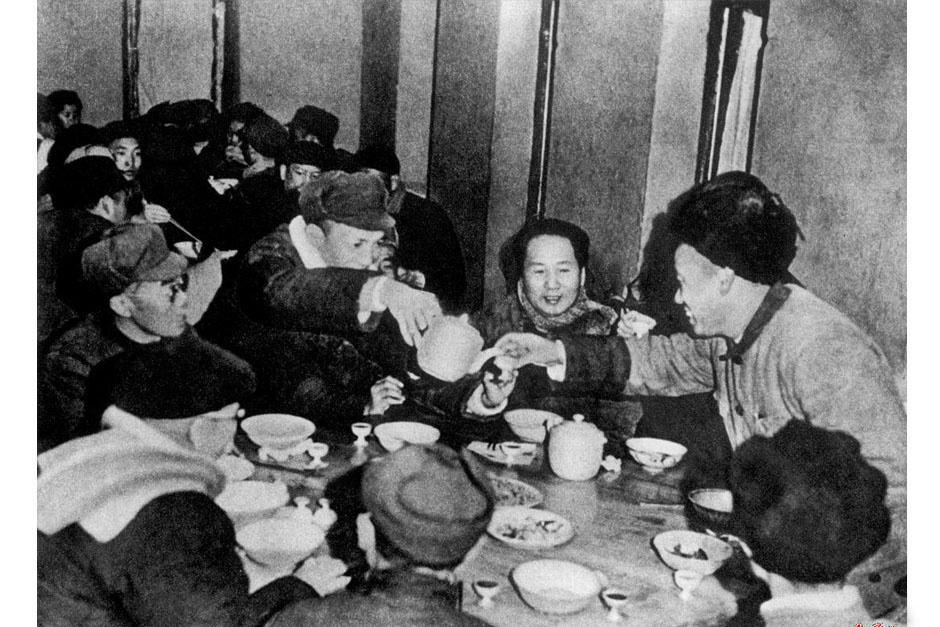 名人们的春节:毛泽东捐出年夜饭 蒋介石在印度过年