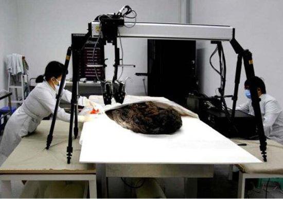 """中国丝绸博物馆馆长助理:丝绸修复用""""天眼"""""""