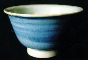 体小凝重,显露大器的杯中精品:元蓝釉杯欣赏