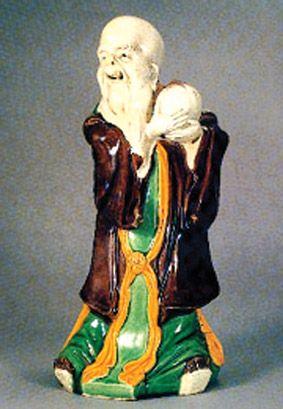 五福中排在首位的寿星捧桃瓷像赏析