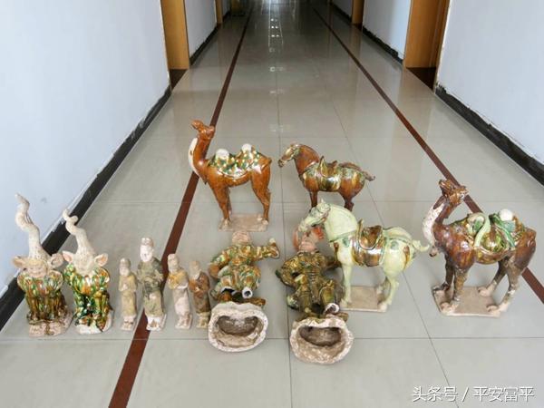 富平警方 追回12件墓葬文物8名嫌犯全部落网