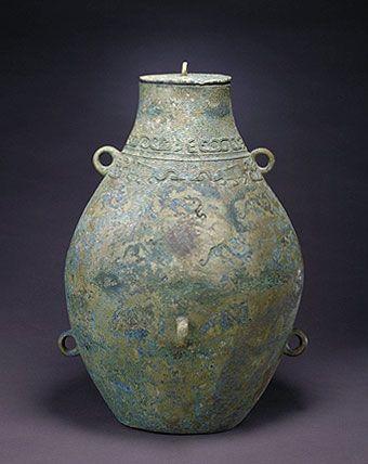 象纹简洁而抽象的战国酒壶
