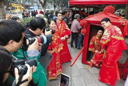 山东泰安市独特的婚俗